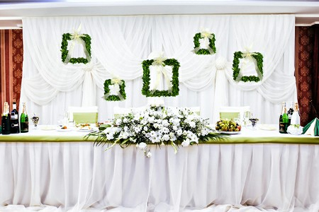 preserved boxwood wreath application